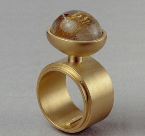 Anillo hueco oro 750 cabujón de cuarzo rutilado
