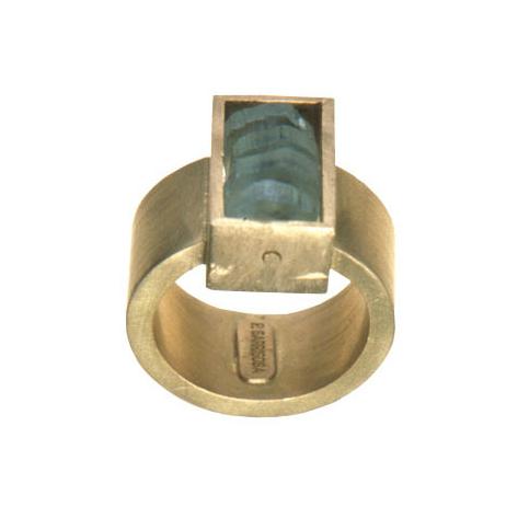Anillo hueco oro 750 y aguamarinas