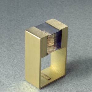 Anillo oro 750 cubo iolita