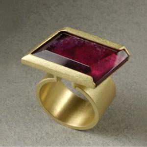 Anillo oro 750 y rubelita