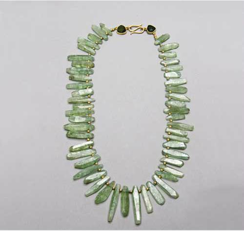 Collar prismas de berillo naturales oro y turmalinas