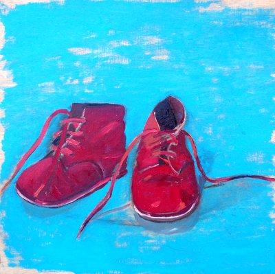 Zapatos rojos fondo azul