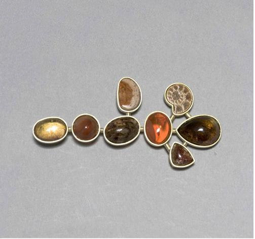 Broche oro 750 amonite opalos de fuego cuarzo dendrita turmalina
